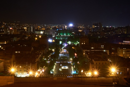 Blick auf Jerewan bei Nacht
