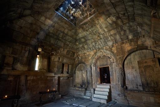 Im Kloster Norawank