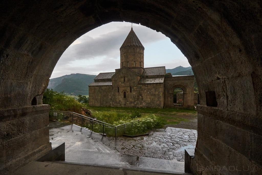 Kloster Tatew Torbogen