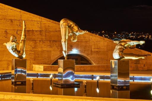 Statuen Cascade Complex bei Nacht