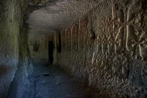 Tunnel im Kloster Geghard