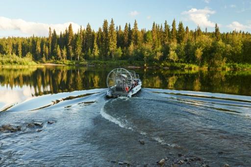 Hovercraft auf dem Pechora Fluss