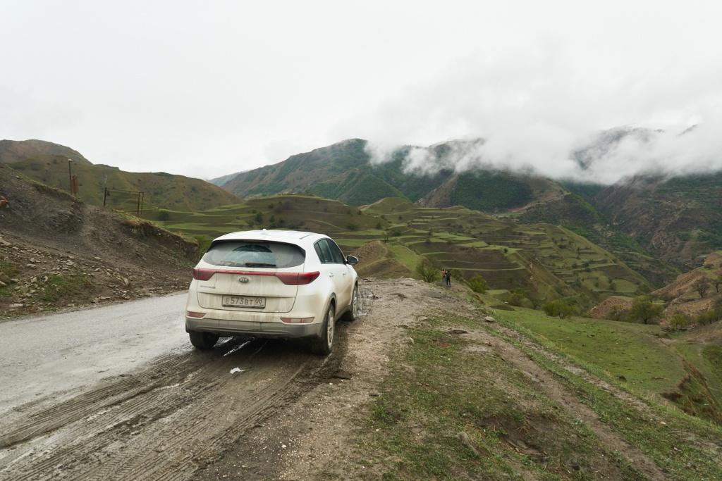 Mit dem Auto in den Bergen